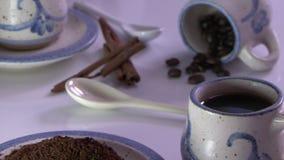 Επίδειξη φλυτζανιών καφέ φιλμ μικρού μήκους