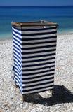 Επίδεσμος της καμπίνας στην παραλία Στοκ φωτογραφία με δικαίωμα ελεύθερης χρήσης