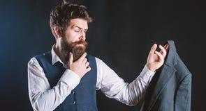 Επί παραγγελία στο μέτρο Σχεδιασμός που γίνεται στο κοστούμι μέτρου Επί παραγγελία κοστούμι Επίσημο κοστούμι ένδυσης ατόμων γενει στοκ εικόνα