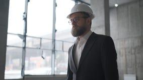 Επαγγελματίες στην εργασία, πορτρέτο του αρχιτέκτονα ή ενός εργαζομένου ή ενός μηχανικού φιλμ μικρού μήκους