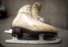 Επαγγελματικά παπούτσια πατινάζ πάγου στο βεστιάριο Στοκ εικόνα με δικαίωμα ελεύθερης χρήσης