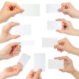 Επαγγελματικές κάρτες λαβής χεριών Στοκ εικόνες με δικαίωμα ελεύθερης χρήσης