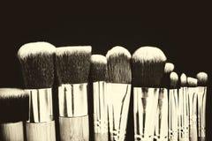 Επαγγελματική συλλογή βουρτσών makeup στο μαύρο υπόβαθρο Στοκ Εικόνες