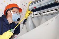 Επαγγελματική συντήρηση των κλιματιστικών μηχανημάτων Στοκ Φωτογραφία