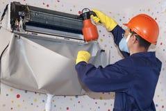 Επαγγελματική συντήρηση των κλιματιστικών μηχανημάτων Στοκ Φωτογραφίες
