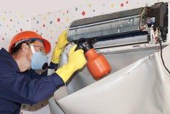 Επαγγελματική συντήρηση των κλιματιστικών μηχανημάτων Στοκ εικόνες με δικαίωμα ελεύθερης χρήσης