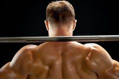 Επαγγελματικός αθλητής που ανυψώνει ένα barbell στοκ εικόνα