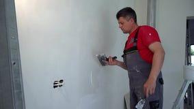 Επαγγελματικός τοίχος επικονίασης ατόμων εργαζομένων με το trowel απόθεμα βίντεο
