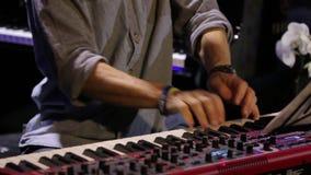 Επαγγελματικό παιχνίδι πληκτρολογίων πιάνων φιλμ μικρού μήκους