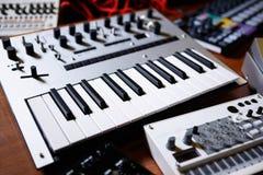 Επαγγελματικό πληκτρολόγιο του Midi για τον ηλεκτρονικό συνθέτη μουσικής Στοκ Φωτογραφίες