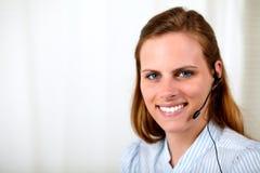 επαγγελματικό χαμόγελο ρεσεψιονίστ Στοκ Φωτογραφία