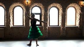 Επαγγελματικό ballerina που εκτελεί το χορό μπαλέτου απόθεμα βίντεο