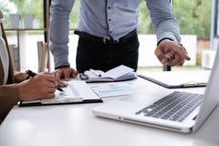 Επαγγελματικό worki επενδυτών ιδεών σχεδίου συνεδρίασης των επιχειρηματιών Στοκ Εικόνες
