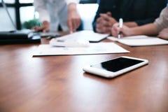Επαγγελματικό worki επενδυτών ιδεών σχεδίου συνεδρίασης των επιχειρηματιών στοκ εικόνα με δικαίωμα ελεύθερης χρήσης