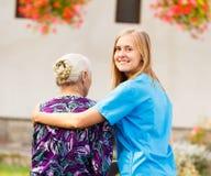 Επαγγελματική ηλικιωμένη προσοχή Στοκ φωτογραφίες με δικαίωμα ελεύθερης χρήσης