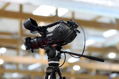 Επαγγελματική κάμερα στο στούντιο Στοκ φωτογραφία με δικαίωμα ελεύθερης χρήσης