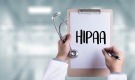 Επαγγελματικοί υπολογιστής και ιατρικός εξοπλισμός όλοι χρήσης γιατρών HIPAA Στοκ Φωτογραφία