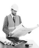 Επαγγελματικός αρσενικός επιχειρηματίας κατασκευής με τα σχεδιαγράμματά του Στοκ Εικόνα
