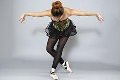Επαγγελματικός θηλυκός χορευτής μπαλέτου στοκ εικόνα με δικαίωμα ελεύθερης χρήσης