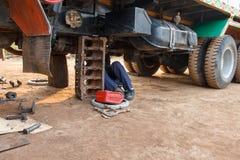 Επαγγελματικός μηχανικός αυτοκινήτων Στοκ φωτογραφία με δικαίωμα ελεύθερης χρήσης