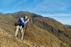 Επαγγελματικός φωτογράφος στο βουνό Στοκ εικόνες με δικαίωμα ελεύθερης χρήσης