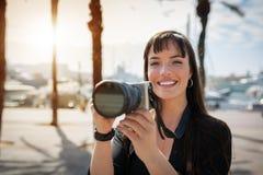 Επαγγελματικός φωτογράφος στο φακό Στοκ Φωτογραφία