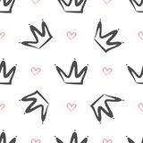 Επαναλαμβανόμενες κορώνες και καρδιές που σύρονται με το χέρι Απλό άνευ ραφής σχέδιο Σκίτσο, doodle, κακογραφία Στοκ εικόνες με δικαίωμα ελεύθερης χρήσης