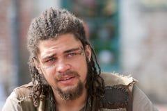 Επαναστάτης πορτρέτου με τα dreadlocks και τις δερματοστιξίες Στοκ φωτογραφία με δικαίωμα ελεύθερης χρήσης