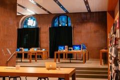 Επανασχεδιασμός της Apple sotre για τα επερχόμενα νέα προϊόντα Στοκ Εικόνα