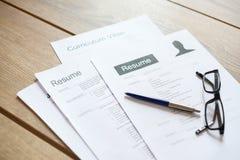 Επαναλάβετε τις εφαρμογές στο γραφείο έτοιμο να αναθεωρηθεί στοκ εικόνα