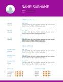Επαναλάβετε το σχέδιο προτύπων με τους πορφυρούς τίτλους Στοκ εικόνες με δικαίωμα ελεύθερης χρήσης