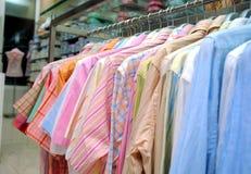 επανδρώνει τα πουκάμισα Στοκ εικόνες με δικαίωμα ελεύθερης χρήσης