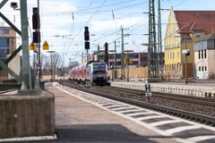 ΕΠΑΝ περιφερειακό σαφές τραίνο από το σταθμό τρένου περασμάτων Deutsche Bahn fuerth στη Γερμανία Στοκ Φωτογραφία