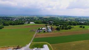 Επαρχία και αγροκτήματα Amish όπως βλέπει από τον κηφήνα φιλμ μικρού μήκους