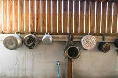 επαρχία κουζινών με το ξύλινο υπόβαθρο στοκ εικόνες με δικαίωμα ελεύθερης χρήσης