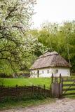 Επαρχία Παλαιό παραδοσιακό ουκρανικό σπίτι σε ένα χωριό Στοκ Φωτογραφία