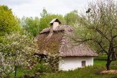 Επαρχία Παλαιό παραδοσιακό ουκρανικό σπίτι σε ένα χωριό Στοκ Εικόνες