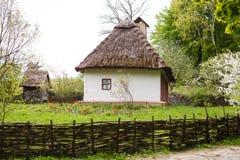 Επαρχία Παλαιό παραδοσιακό ουκρανικό σπίτι σε ένα χωριό Στοκ Εικόνα