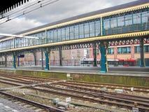 Επαρχιακός σιδηροδρομικός σταθμός Perron Στοκ εικόνες με δικαίωμα ελεύθερης χρήσης