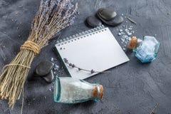 Επεξεργασία SPA - προσοχή σωμάτων aromatherapy lavender Στοκ Εικόνα