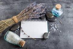 Επεξεργασία SPA - προσοχή σωμάτων aromatherapy lavender Στοκ εικόνα με δικαίωμα ελεύθερης χρήσης