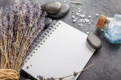 Επεξεργασία SPA - προσοχή σωμάτων aromatherapy lavender Στοκ φωτογραφίες με δικαίωμα ελεύθερης χρήσης