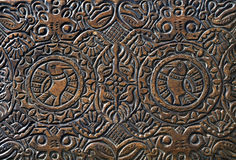 Επεξεργασμένη γλυπτική στο καπάκι ενός ξύλινου κιβωτίου Στοκ Φωτογραφία
