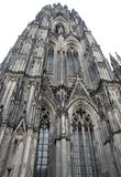 Επεξεργασμένος παράλληλα με έναν από τους δύο πύργους του καθεδρικού ναού της Κολωνίας στη Γερμανία Στοκ Εικόνες