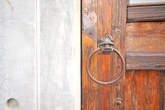 Επεξεργασμένος σίδηρος στην πόρτα Στοκ Εικόνα