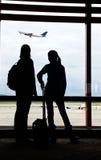 Επιβάτες αέρα που περιμένουν την πτήση στοκ εικόνα με δικαίωμα ελεύθερης χρήσης