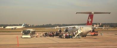 Επιβάτες που επιβιβάζονται στον αερολιμένα Malpensa. στοκ φωτογραφία με δικαίωμα ελεύθερης χρήσης