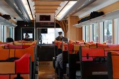 Επιβάτες που κάθονται στο τραίνο Το σύστημα σιδηροδρόμων Στοκ φωτογραφίες με δικαίωμα ελεύθερης χρήσης