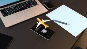Επιβάτης αεροπλάνου που απογειώνεται από το έξυπνο τηλέφωνο απεικόνιση αποθεμάτων