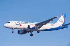 Επιβατηγά αεροσκάφη airbus A320-214 vq-BCI Ural Στοκ Εικόνα